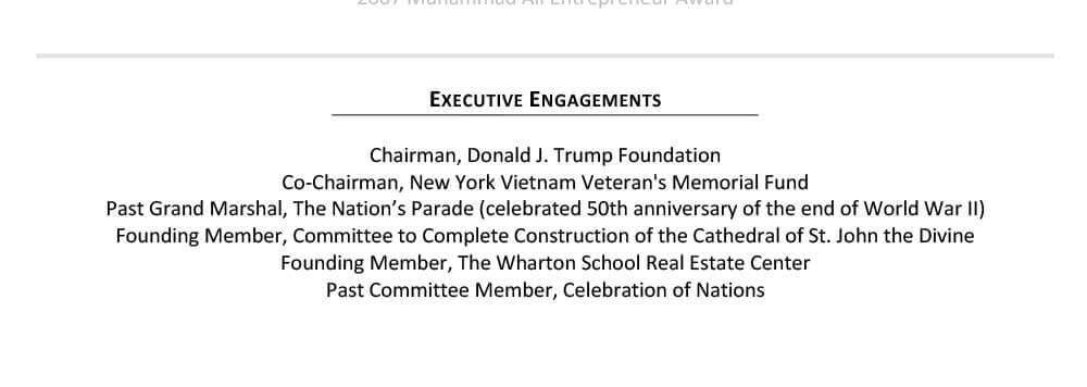 Ejemplo de currículum vitae de Donald Trump en la sección de compromiso ejecutivo